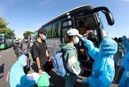 Đưa trên 700 người dân Quảng Ngãi mắc kẹt tại Đà Nẵng trở về nơi cư trú
