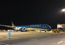 317 công dân Việt Nam từ Canada về nước an toàn tại sân bay Vân Đồn