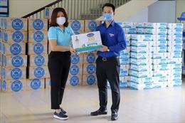 Vinamilk ủng hộ gần 170.000 sản phẩm dinh dưỡng cho các 'điểm nóng' dịch COVID-19