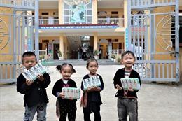 Vinamilk  vàQuỹ sữa Vươn cao Việt Nam chung tay hỗ trợ trẻ em khó khăn vùng cao Yên Bái