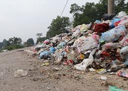 Rác thải chất đống, hôi thối nồng nặc tại huyện Mỹ Đức