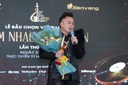 Tùng Dương nhận 'mưa' giải thưởng âm nhạc Cống hiến