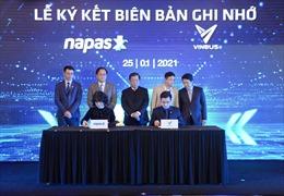 VinBus và NAPAS ký kết thỏa thuận hợp tác thanh toán thẻ vé điện tử