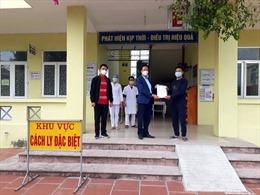 Hai bệnh nhân COVID-19 điều trị ở Trung tâm Y tế huyện Ninh Giang được ra viện