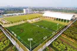 Vingroup trao tặng PVF cho Tập đoàn giáo dục Văn Lang