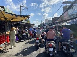 Sáng 20/6: Chợ tự phát vẫn tụ họp, dù TP Hồ Chí Minh yêu cầu tạm dừng hoạt động