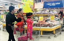 Nhiều siêu thị mở cửa đến 0 giờ phục vụ người dân sắm Tết