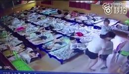 Giáo viên mầm non chọc kẹp giấy vào học sinh không ngủ trưa
