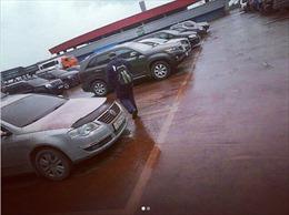 Lý giải 'cơn mưa máu' trút xuống bãi đỗ xe Nga