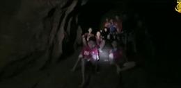 Khoảnh khắc xúc động tìm được đội bóng nhí sau 9 ngày kẹt trong hang động