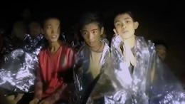 HLV đội bóng Thái Lan mắc kẹt trong hang đột nhiên bị cư dân mạng chỉ trích
