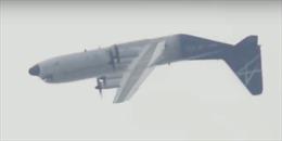 Máy bay vận tải quân sự lộn ngược 180 độ trên không