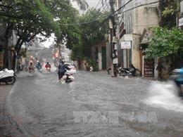 Mưa suốt đêm, tại Hà Nội xuất hiện một số điểm úng ngập