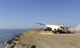 Giữa lúc căng thẳng với Mỹ, Iran khoe tên lửa chống hạm tầm xa lên tới 700 km