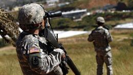 Báo Mỹ: Nhà Trắng cho phép binh sĩ sử dụng vũ khí sát thương đối với người nhập cư