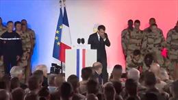 Tổng thống Pháp hốt hoảng thấy binh sĩ đang hát quốc ca ngất lịm trước mặt