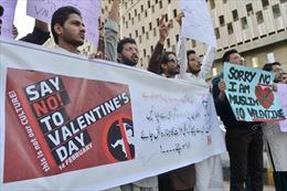 Đại học Pakistan đổi lễ Valentine thành ngày Tình chị em