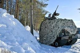 Binh sĩ Thụy Điển tập trận bị xe tăng chiến đấu cán chết