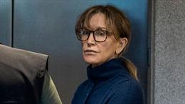 Bà mẹ diễn viên Mỹ chạy trường cho con có thể đối mặt mức án 10 tháng tù