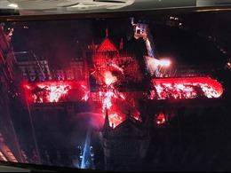 Vì sao không thể dùng máy bay phun nước cứu Nhà thờ Đức Bà Paris?