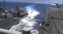 Khoảnh khắc chiến hạm Mỹ suýt va chạm với tàu Nga trên biển Hoa Đông