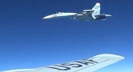 Cận cảnh Su-27 Nga chặn hai máy bay trinh sát Mỹ, Thụy Điển trên biển Baltic