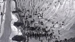 Hàng trăm tay đua đổ đèo ngã dúi dụi xuống vách băng