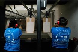 Người Mỹ gốc Latinh đổ xô đi học bắn súng sau thảm kịch xả súng El Paso