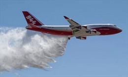 'Siêu máy bay chữa cháy' phun nước dập lửa cứu rừng Amazon