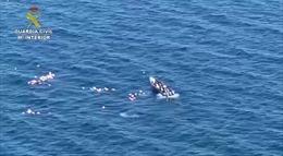 Nghi phạm buôn ma túy bị truy đuổi cứu cảnh sát khỏi chết chìm