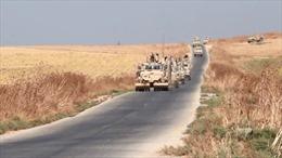 Cận cảnh đoàn xe quân sự Mỹ rút khỏi Syria, 'bỏ mặc' đồng minh người Kurd