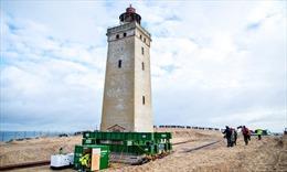 Đan Mạch di dời ngọn hải đăng 1.000 tấn khỏi bờ biển xói mòn