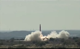Thấy Ấn Độ khoe vũ khí, Pakistan thử ngay tên lửa mang đầu đạn hạt nhân