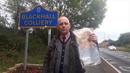 Phát hiện những gói tiền bí ẩn tại ngôi làng ở Anh