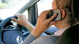 Hệ thống camera phát hiện lái xe dùng điện thoại di động