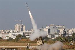Thủ tướng Israel được sơ tán khẩn khỏi sân khấu, tránh tên lửa từ Gaza