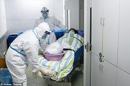 Các y bác sĩ mặc bỉm chiến đấu với virus corona trong tâm dịch Vũ Hán