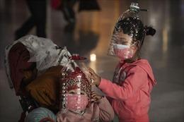'Muôn hình vạn trạng' lá chắn cản virus Corona của du khách Trung Quốc