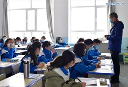 Hình ảnh tuần đầu đi học của học sinh Trung Quốc sau dịch COVID-19