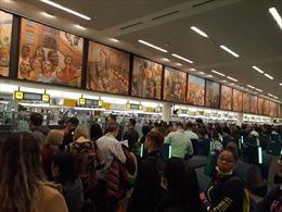 Nguy cơ mắc COVID-19 tại sân bay Mỹ vì tắc nghẽn khai báo nhập cảnh