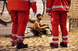 Người vô gia cư thêm khốn khổ vì lệnh phong tỏa chống dịch COVID-19