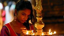 Thủ tướng Ấn Độ kêu gọi 1,3 tỷ dân cùng thắp đèn xua tan u ám mùa dịch COVID-19
