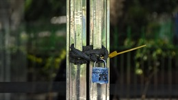 Giới chức Ấn Độ khóa trái cửa nhà những người vi phạm lệnh cách ly