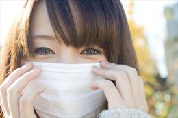 Đeo khẩu trang suốt ngày vì COVID-19, phụ nữ Hàn Quốc bỏ son môi, tích cực trang điểm mắt