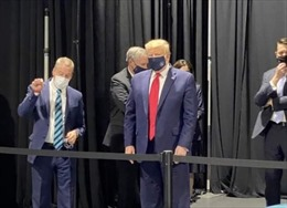 Xuất hiện hình ảnh Tổng thống Trump đeo khẩu trang