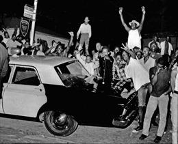 Các đời Tổng thống Mỹ giải quyết bạo động sắc tộc như thế nào?