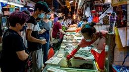 Ca mắc tăng cao kỷ lục, Hong Kong phạt gần 15 triệu đồng người không đeo khẩu trang