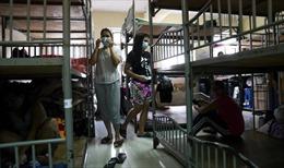 Hong Kong lo bùng phát ổ dịch ký túc cho người lao động nhập cư như Singapore