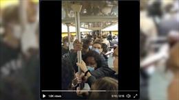 Tàu điện ngầm Paris vẫn chen chúc người bất chấp ghi nhận số ca mắc kỷ lục