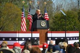 Tổng thống Mỹ Donald Trump vươn lên dẫn trước tại một số bang chiến địa
